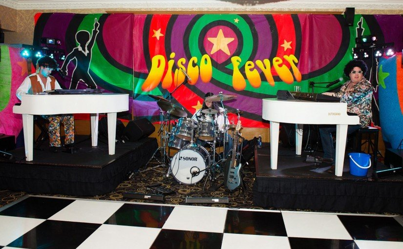 New 70's show photos from Warrington Photography