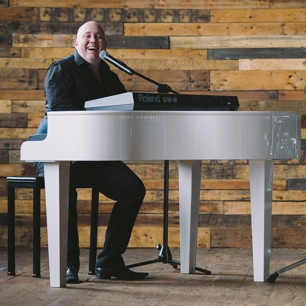 Mark Hendry Wedding singer & Pianist