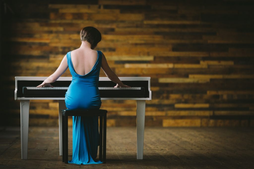 Liz Hendry ~ Wedding Pianist